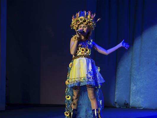 Юна співачка