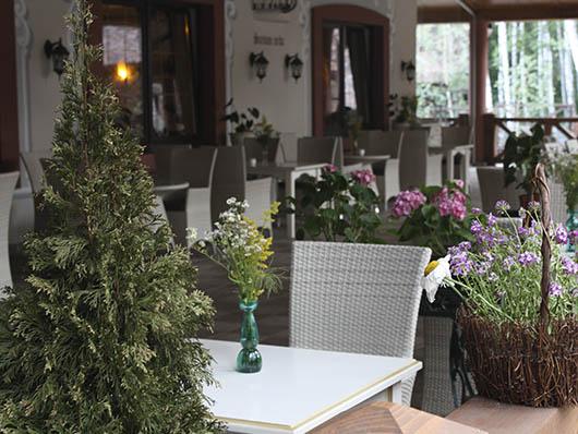Летняя терраса в ресторане 'Вилла Вита'