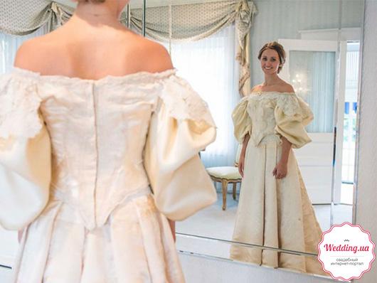 Необычное платье Эбби Кингстон