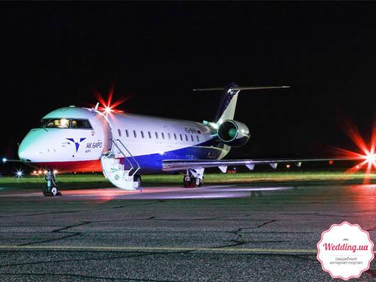 Самолет CRJ-200