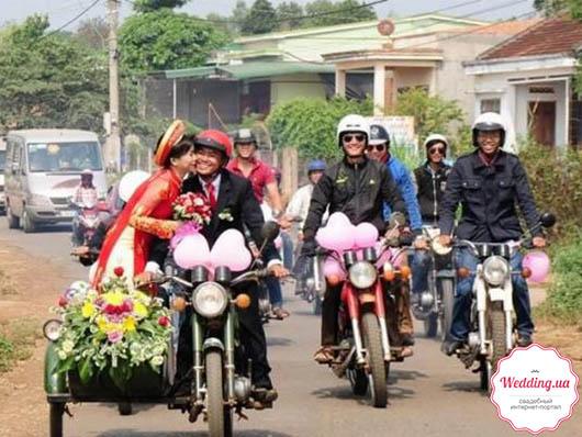 Во Вьетнаме состоялось свадебное торжество на 40 мотоциклах 'Минск'