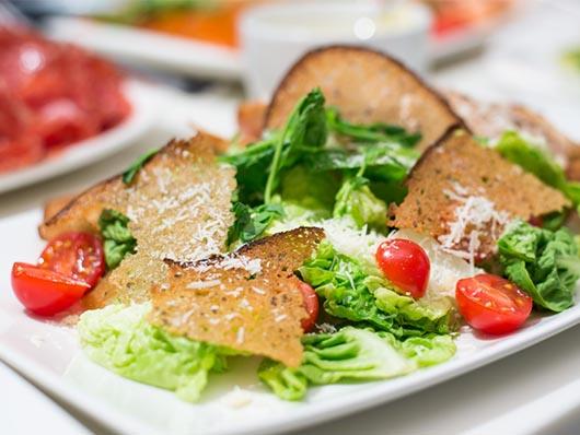 Салат цезарь в ресторанах рецепт с