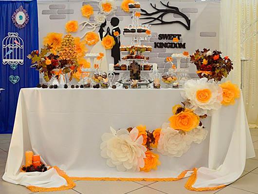 Стенд свадебного декора