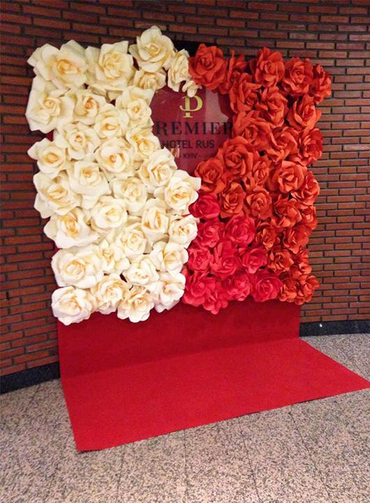 Тематическая фото-зона в День Святого Валентина в Премьер Отеле Русь