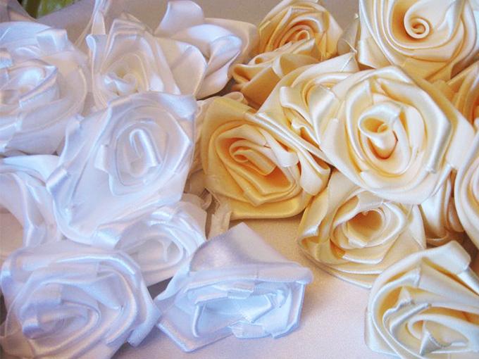 Букет роз из атласа