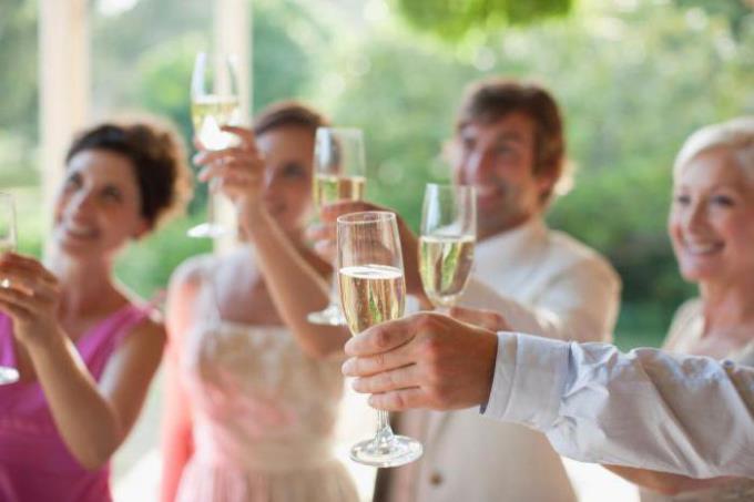 Как правильно произносить тост на свадьбе