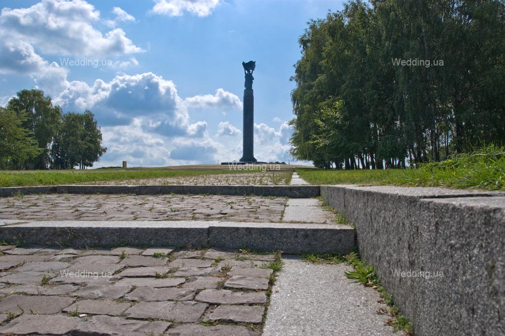 monument-slavi-2