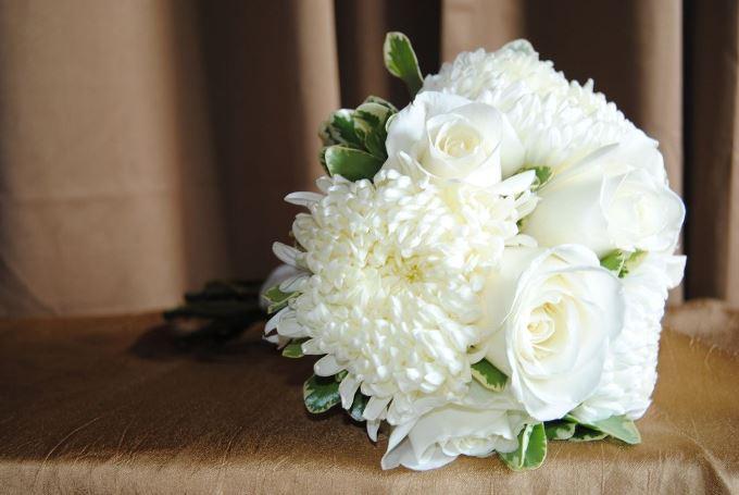 Букет нареченої із хризантем