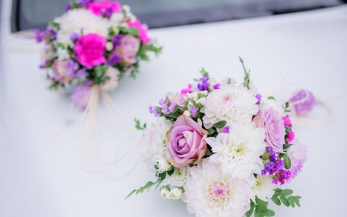Осінній весільний букет з хризантем