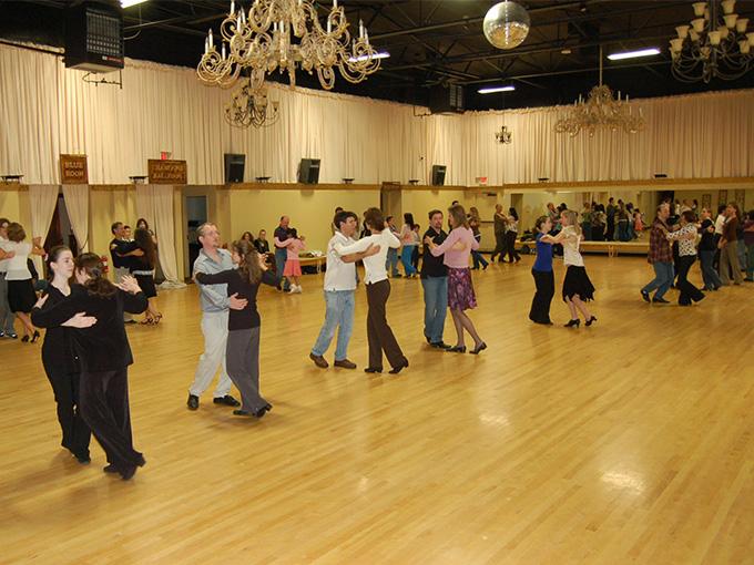 Школа первого свадебного танца