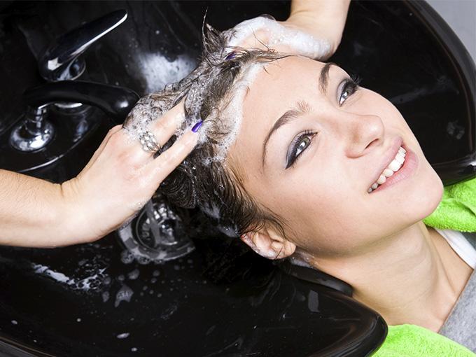 Смываем краску с волос