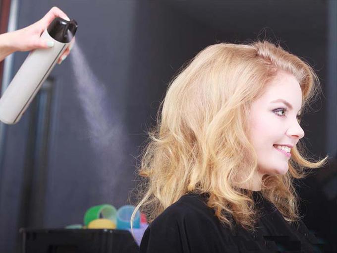 Укладываем волосы лаком