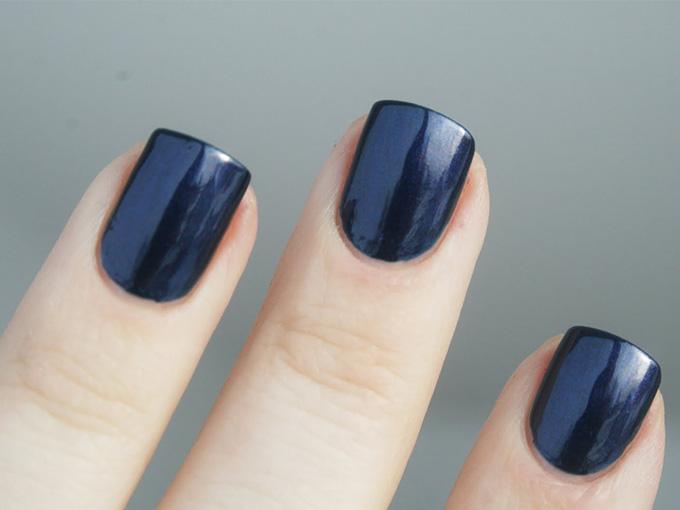 Нафарбовані короткі нігті