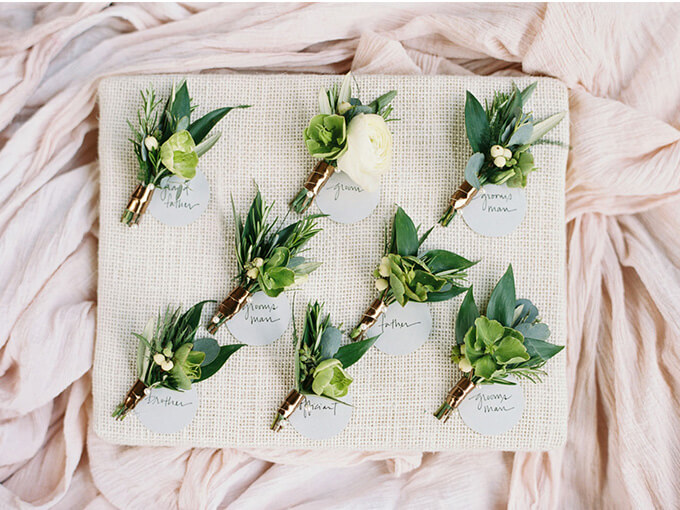 Бутоньерки для гостей на свадьбу