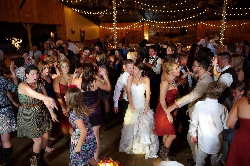 Ведущий свадебных торжеств - какой он?