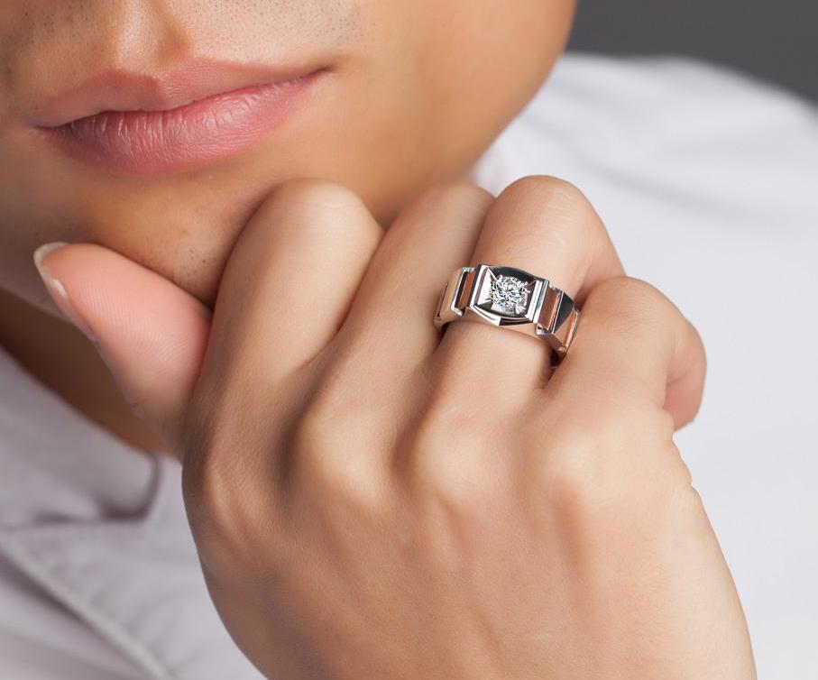 Мужское обручальное кольцо с бриллиантами