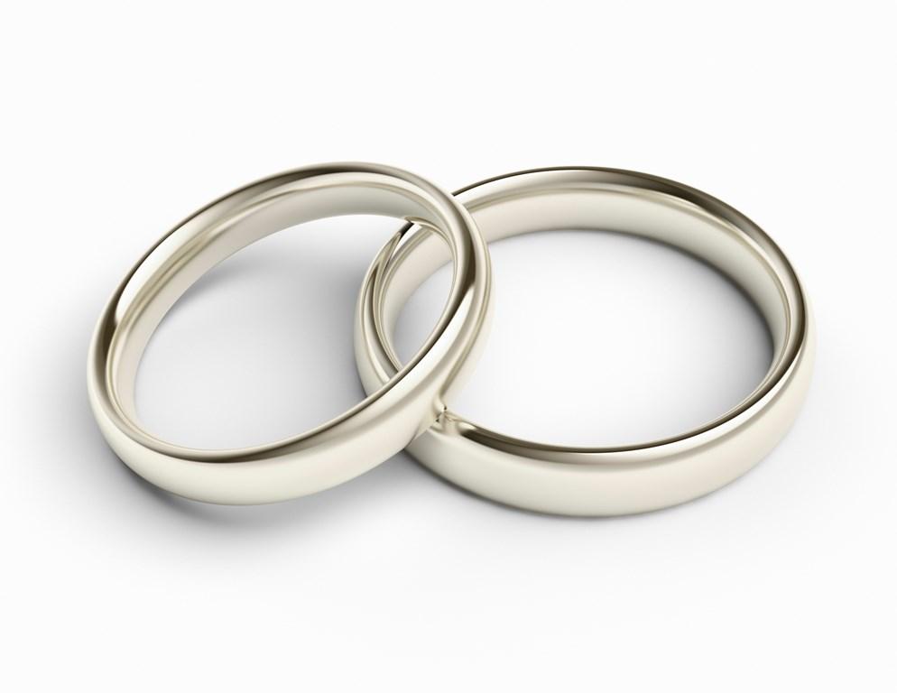 Кто покупает обручальные кольца на свадьбу