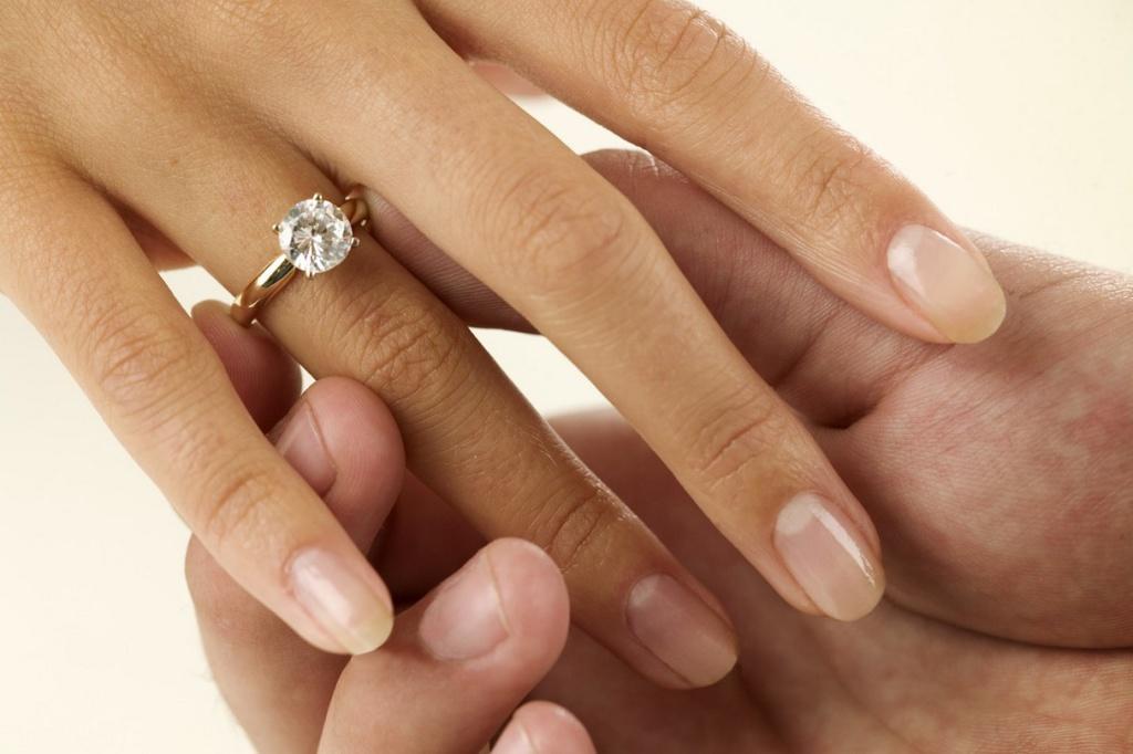 Бриллиантовое обручальное кольцо