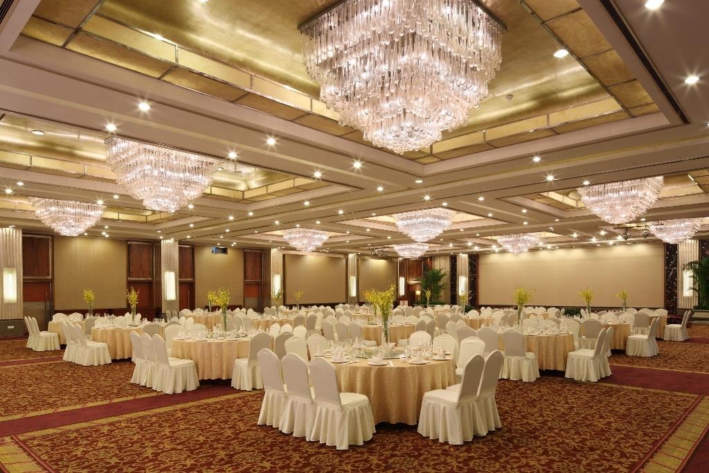 Расположение столов на свадьбу в большом ресторане