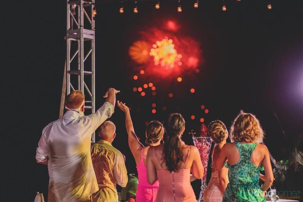 Салют свадебный