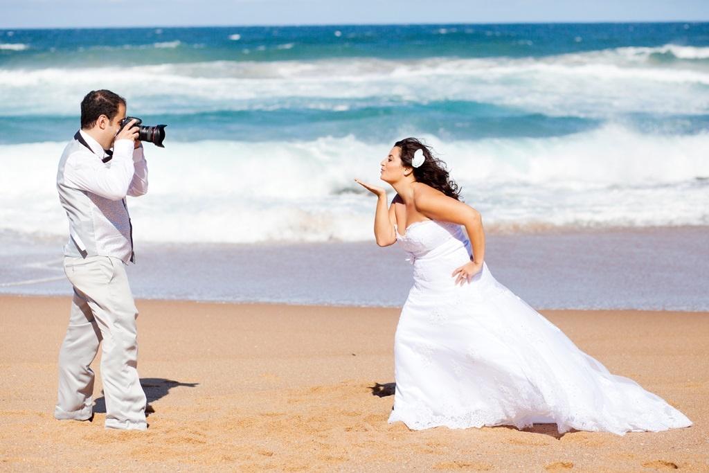 Фотографии молодоженов на морском побережье