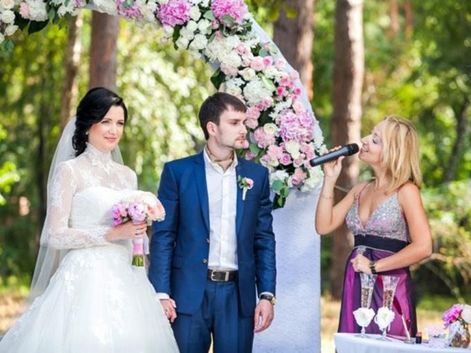 Ведущая на свадьбу Лилиана Бенкер