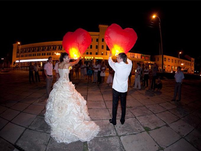 небесные фонари на свадьбе