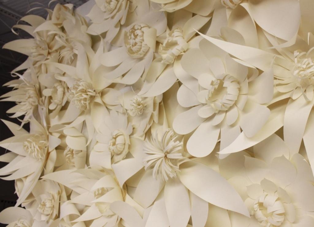 Большие бумажные цветы для свадьбы