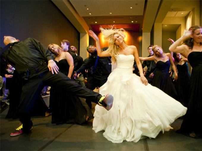 Групповой свадебный танец