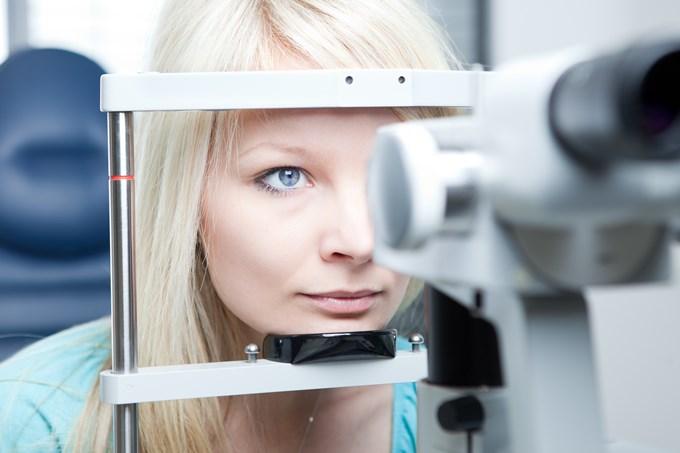 Дистрофия сетчатки глаза: течение заболевания и его лечение