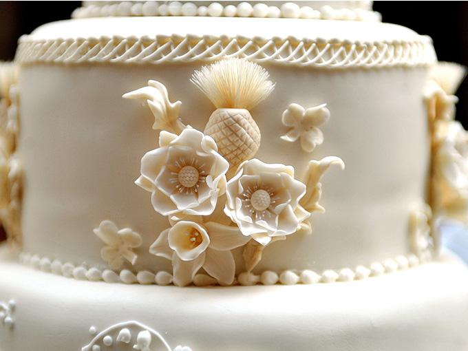 Монограмма новобрачных на торте