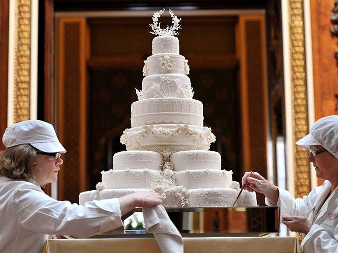 Свадебный торт королевской пары