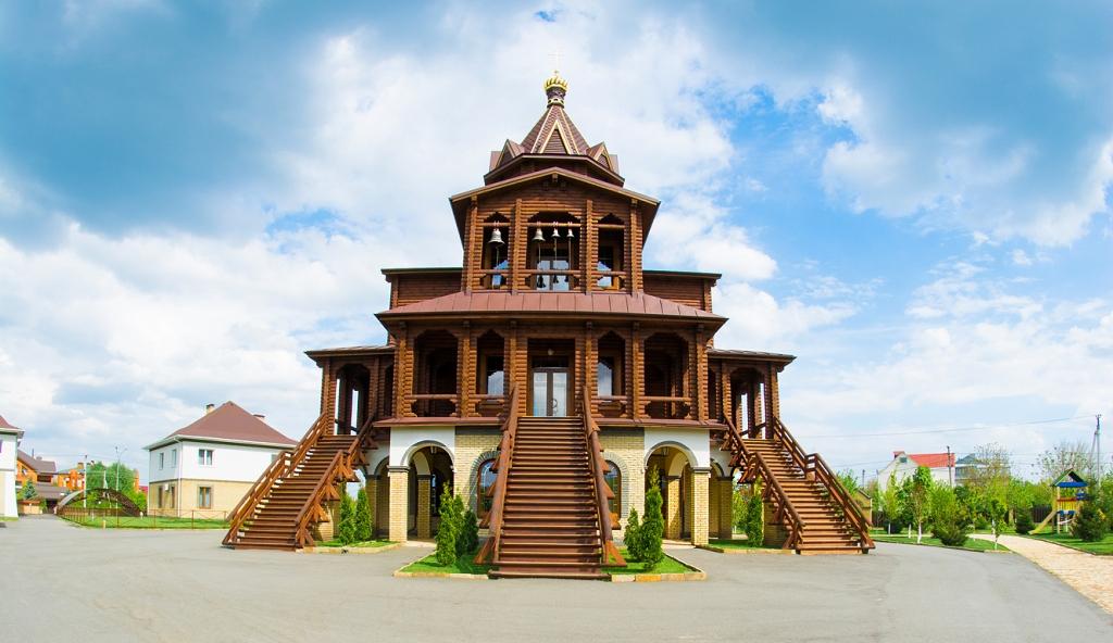 Храм великомученика Артемия Антиохийского и Покрова Божией Матери