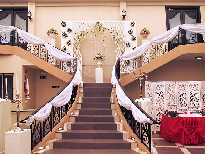 Украшение лестницы на свадьбу