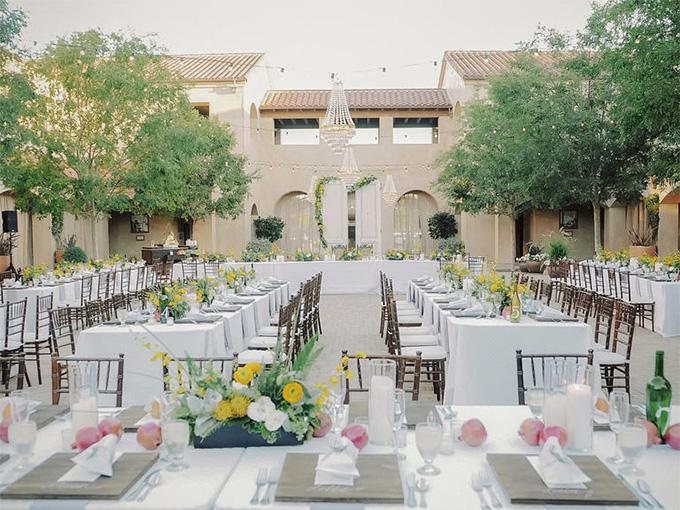 Висаджування гостей на весіллі буквою Ш