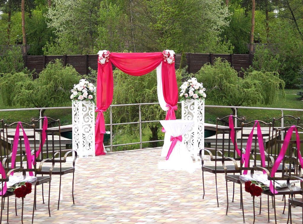 Оформление арки от свадебного агентства Tango