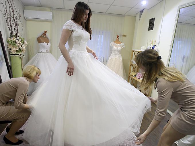 Лилия - невеста, примерка свадебного платья, Благотворительная акция 'Свадьба мечты'