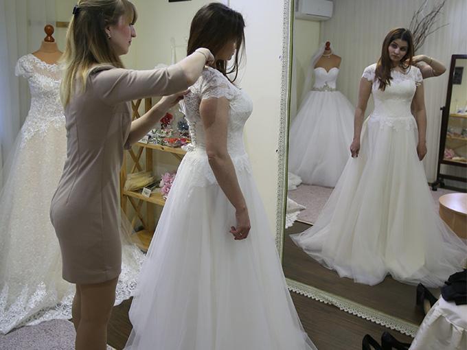 Лилия - примерка свадебного платья