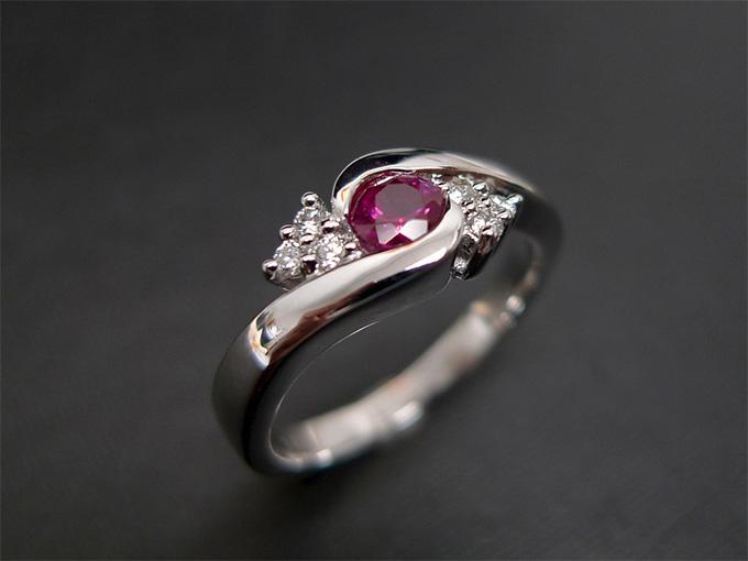 Ювелирное украшение с рубином