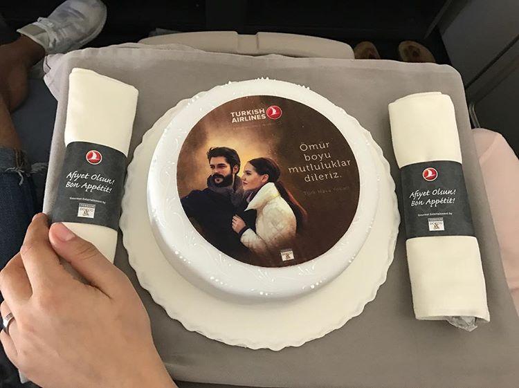 шикарный торт с их портретами