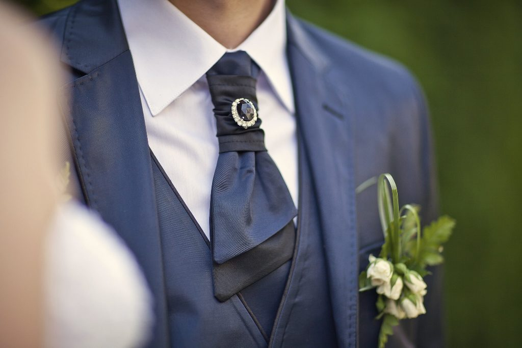 Приметы про костюм жениха