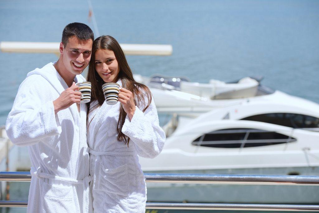 Счастливая богатая пара