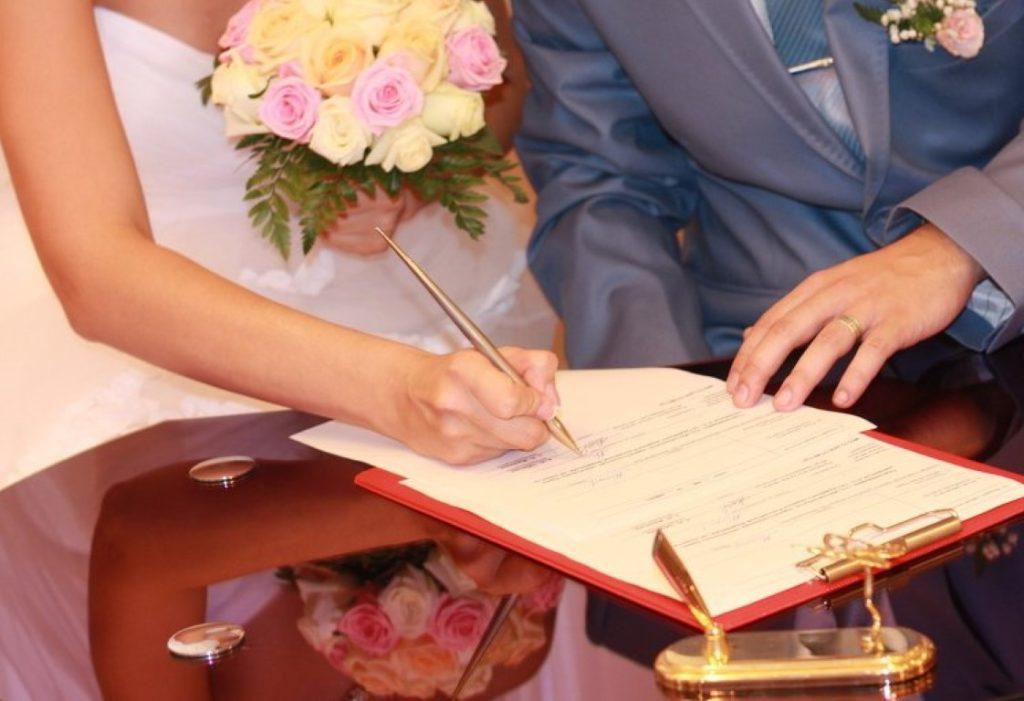 Когда нужно менять паспорт после свадьбы