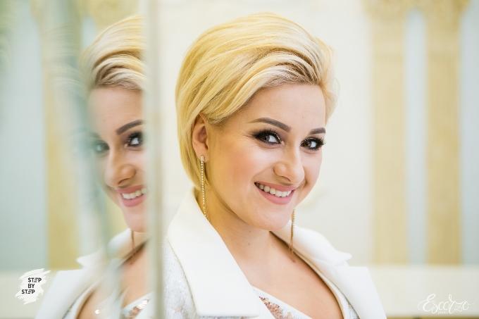 Катя Красникова - ведущая мероприятий и Step-by-StepIV, певица.