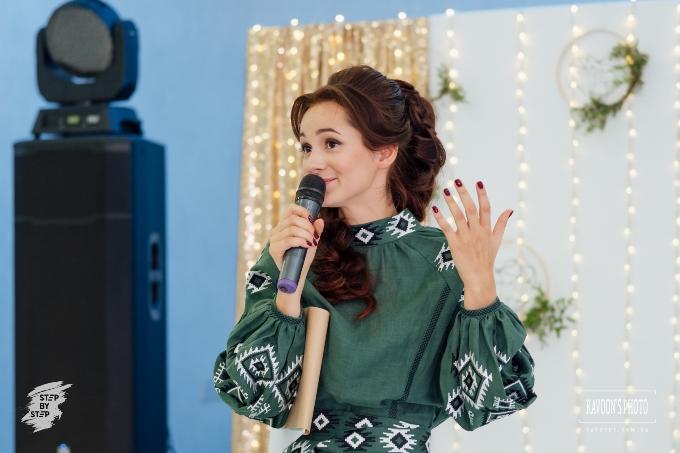 Илона Гаркавенко, ведущая-полиглот.