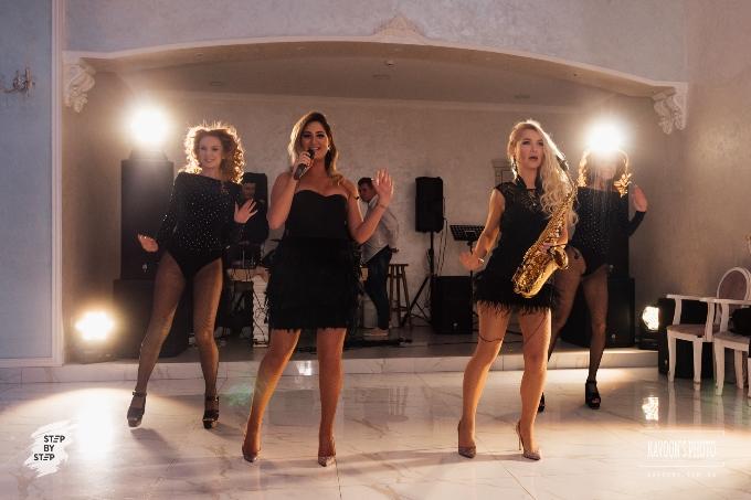 Зажигательное выступление девчёнок 'Nati Reznik & Ossana Sax' на #Step by Step IV