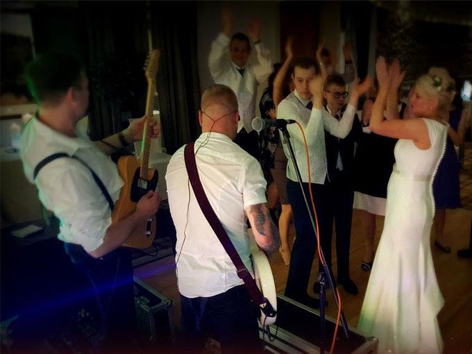 Кавер-группа на свадьбе