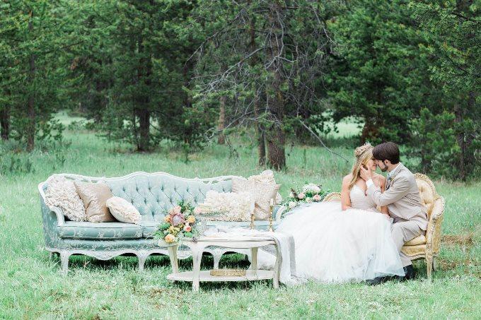 Лаунж-зона на свадьбе