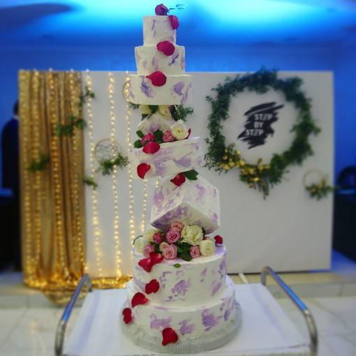 свадебный торт геометрической формы