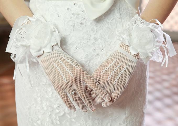 Свадебные перчатки: модные модели 2019 года